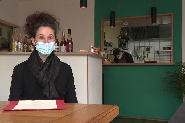 Estelle Baehr dans son restaurant de Bourg-en-Bresse : le Scratch.