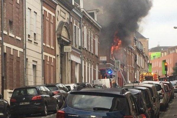 Selon les pompiers le feu s'est propagé très rapidement dans cette amiénoise située dans le quartier Henriville à Amiens mardi 30 juin