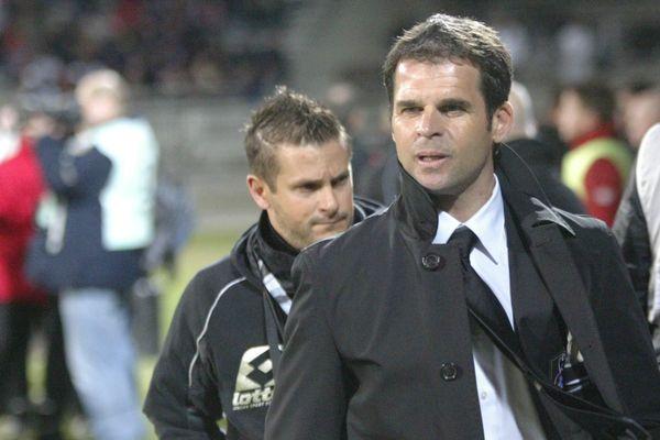 L'ancien entraîneur du Clermont Foot, Didier Ollé-Nicolle, s'est engagé, le 23 mars 2015, avec le SR Colmar (National).