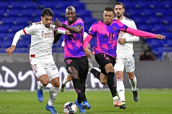Ligue 1 : Lyon rate le coche contre le PSG (2-4)