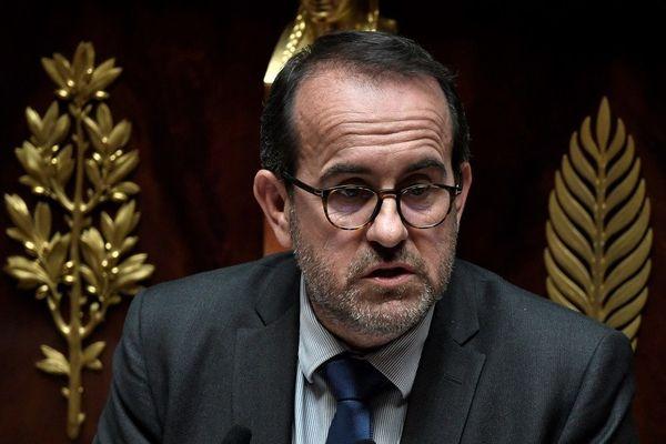 Le député socialiste Hervé Saulignac à l'Assemblée Nationale (archives 2020) ... loin de l'image des voeux 2021. Dans une vidéo publiée sur les réseaux sociaux le 1er janvier, l'élu ardéchois casse les codes.