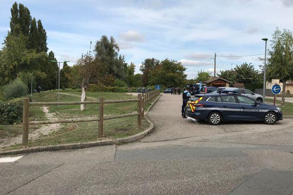 Les gendarmes sont de retour sur les lieux où a été découvert le corps de Victorine, à Villefontaine, depuis mardi matin.