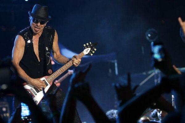 Le guitariste Rudolf Schenker du groupe Scorpions lors d'une tournée au Liban en juillet 2013