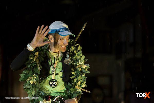 Franco Collé à son arrivée en vainqueur la nuit dernière à Courmayeur, vallée d'Aoste