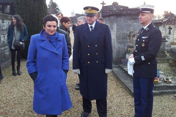 Dominique Bertinotti, ministre déléguée à la Famille, au cimetière de Jarnac (16) ce mercredi 8 janvier 2014