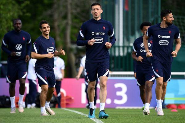 Le défenseur Clément Lenglet à l'entraînement avec l'équipe de France le 11 juin 2021