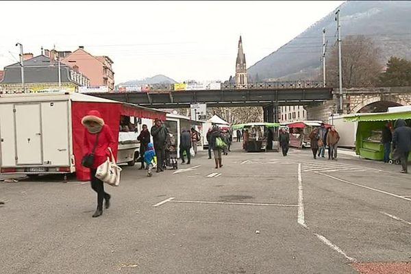 Habituellement 250 commerçants au marché de Voiron, ils étaient un peu moins d'une centaine pendant la vague de froid.