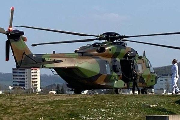Un hélicoptère militaire s'est posé au CHRU Minjoz ce samedi 28 mars.