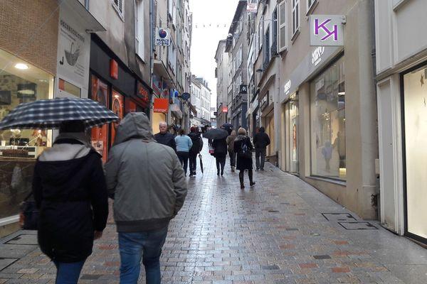 Malgré le réaménagement par la Ville de Limoges du centre, la Préfecture de Haute-Vienne n'échappe à la règle : les habitants consomment majoritairement en périphérie.