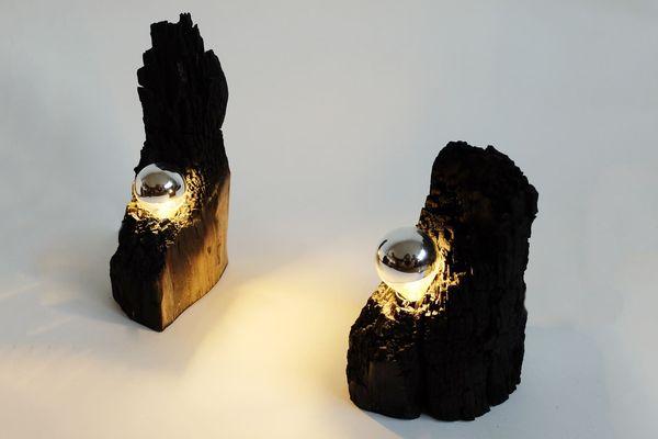 Création de luminaire en bois de marronnier brûlé.