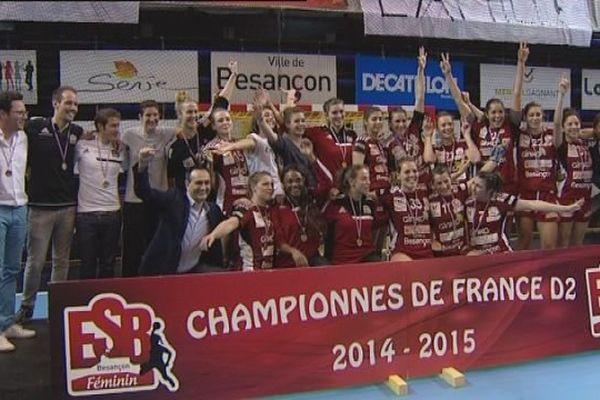 Les handballeuses Bisontines savourent leur titre de Championnes de France.