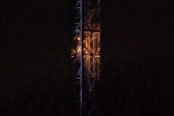 L'incendie, sur l'émetteur des Cars, se serait déclaré au-dessus de la première plateforme de l'installation