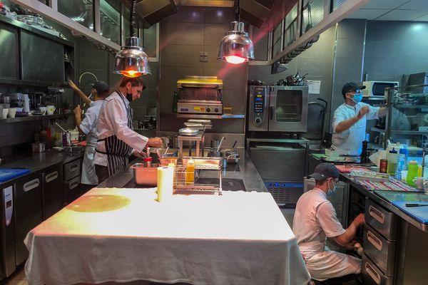 En cuisine, l'ambiance est désormais plus détendue.