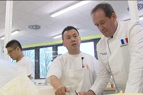 Les trois boulangers chinois sont venus préparés la Coupe du Monde avec le Maître boulanger Dominique Genty à Chartres pendant trois mois.
