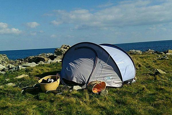 Le campement des 5 mineurs sur l'îlot Le Vougot