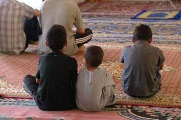 Salle de prière à Saint Lubin des Joncherets.  En Eure-et-Loir, les lieux de culte musulman accueillent en moyenne 5.000 pratiquants.