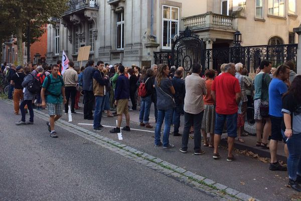 Entre 80 et 100 personnes devant le TA de Strasbourg ce mercredi matin