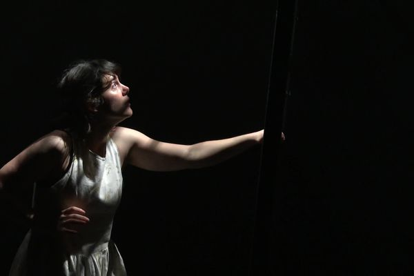 La danseuse Julieta Salz sur la scène de la Méca le 10 février 2021.