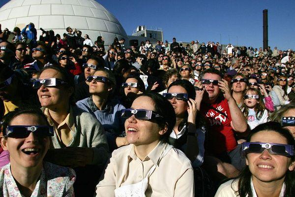 Au planétarium de Madrid, le 3 octobre 2005, lors d'une éclipse du soleil