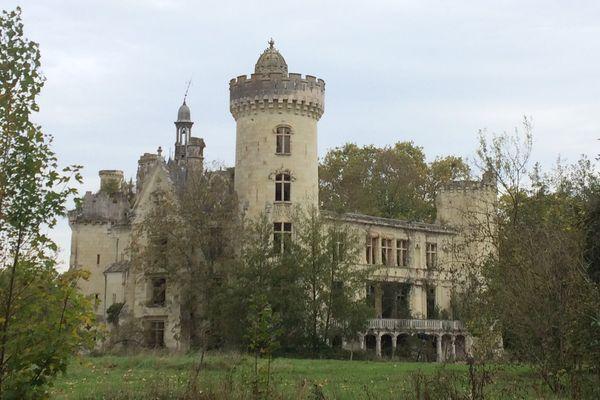 Le château de La Mothe-Chandeniers dans la Vienne.