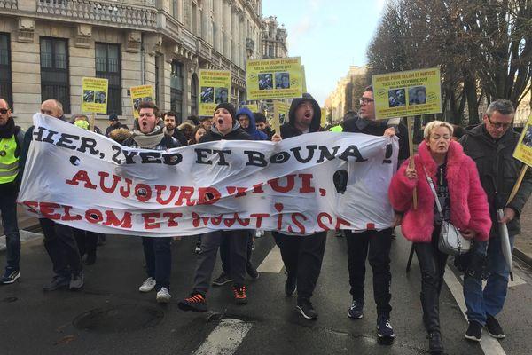 """""""La justice acquitte, la police assassine"""" scandent les manifestants dans le centre-ville de Lille samedi 14 décembre."""