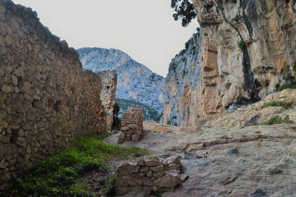 La forteresse troglodyte d'Aiglun a été retenue pour le département des Alpes-Maritimes.