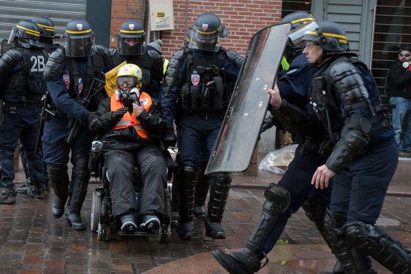 """Odile Maurin lors d'une manifestation de """"gilets jaunes en janvier."""