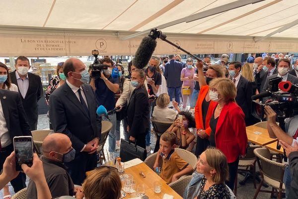 Jean Castex a échangé avec les cafetiers et restaurateurs du centre d'Albi, 19 août 2021.