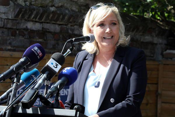 Marine Le Pen au cours de la grande braderie de Henin-Beaumont, le 8 septembre dernier.