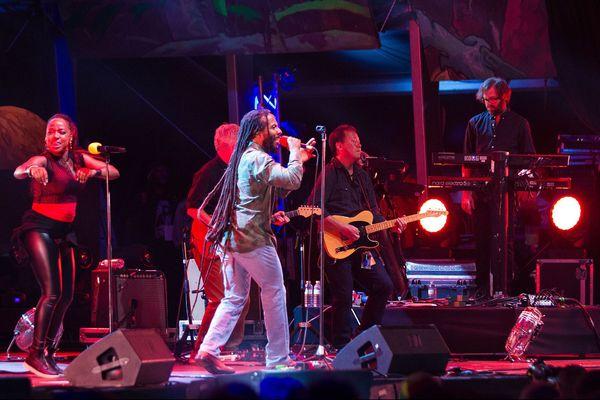 Ziggy Marley et ses 10 musiciens et choristes étaient en concert au Cabaret Vert en Août 2019