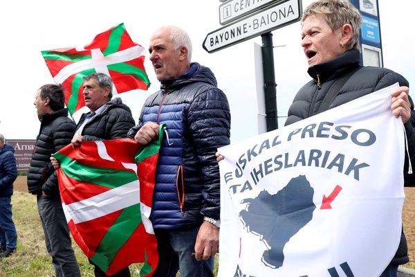 Des soutiens de la gauche nationaliste basque demandent l'amnistie des prisonniers d'ETA, le 4 mai 2018.