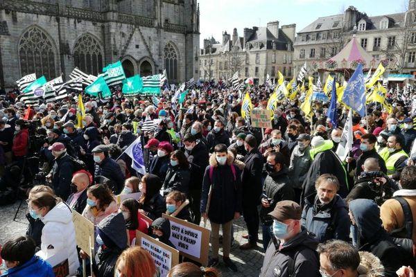 Plusieurs milliers de manifestants sont mobilisés pour soutenir l'enseignement des langues bretonnes et la signature d'une convention Etat-Région, actuellement reportée