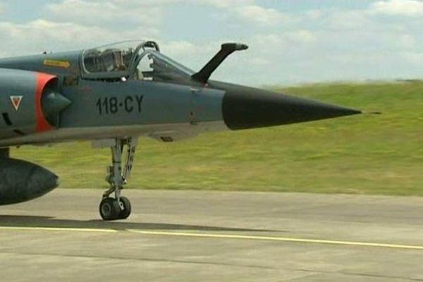 Entraînement sur la BA 279 de Châteaudun, des avions qui participeront au défilé du 14 juillet.
