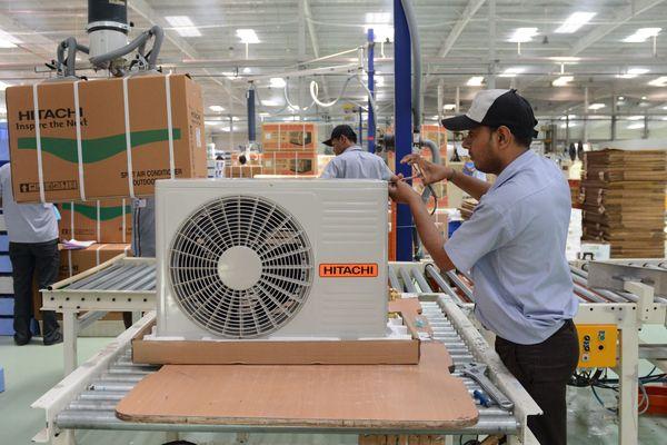 Fabrication de bloc de climatisation (image d'illustration)