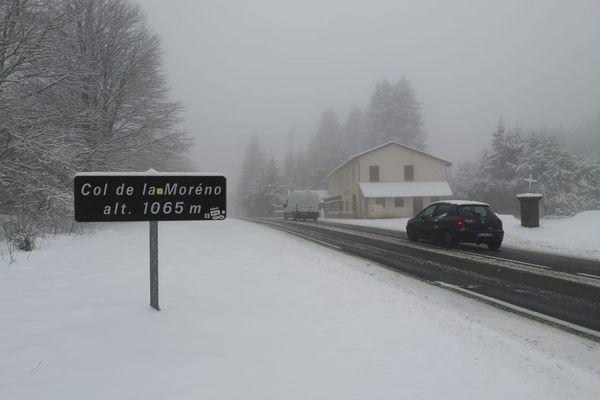 Au col de la Moréno, dans le Puy-de-Dôme, la neige est au rendez-vous.