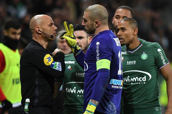 Stéphane Ruffier avait eu un accrochage avec l'arbitre assistant lors de la 18e journée de Ligue 1.
