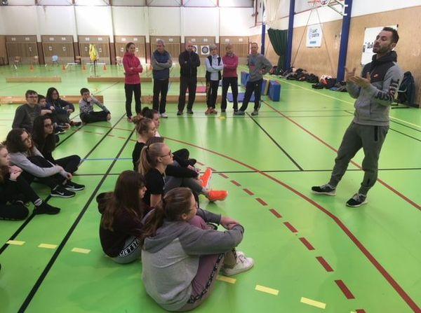 Guillaume Fresnois, boxeur professionel, rencontre les élèves du collège Pierre de la Ramée à St Quentin