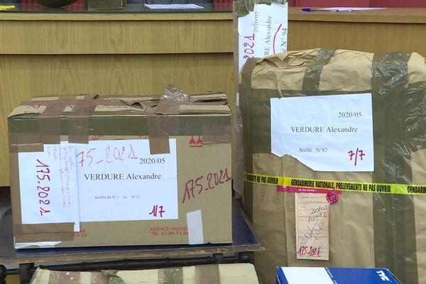Les nombreuses pièces de l'enquête sur la mort de la prostituée roumaine retrouvée nue et lardée de coups de couteau en décembre 2016 dans le Jura.