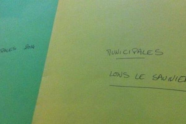 Dans ces chemises, les notes de Jérémy Chevreuil, journaliste à France 3 Franche-Comté !