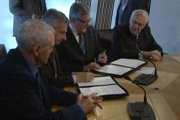 Une délégation d'élus bas-normands a signé un accord de coopération avec l'Ecosse dans le domaine des énergies marines renouvelables.