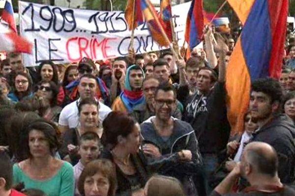 Plusieurs centaines de personnes se sont rassemblées devant le consulat de Turquie à Marseille
