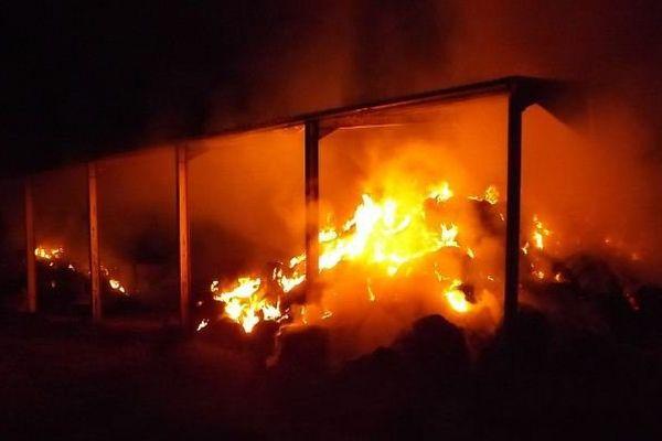Feu de hangar agricole à Sainte-Ménehould : un des faits reconnus par le sapeur-pompier volontaire.