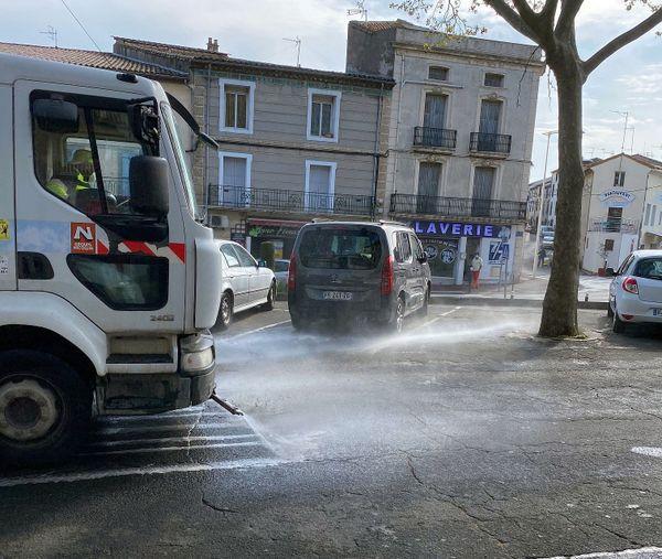 Agde (Hérault) - opération désinfection dans le centre-ville pendant le confinement - 27 mars 2020.