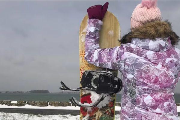 Séance de snowboard en Haute-Marne ce 10 février au bord du lac du Der.