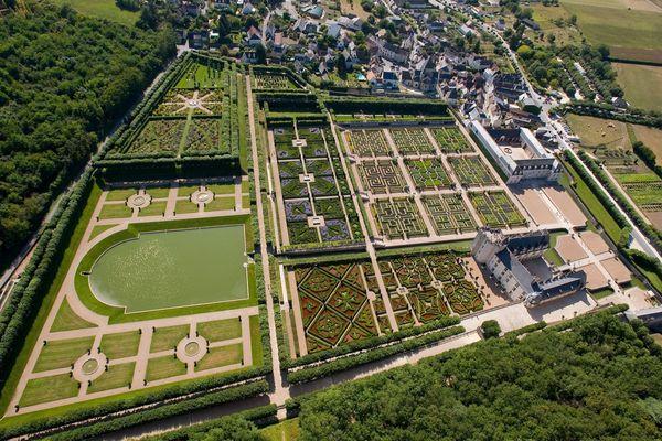 Le jardin de Villandry (Indre-et-Loire) vous surprendra par sa richesse : point d'eau, bois, labyrinthe... Il y en a pour tous les goûts.