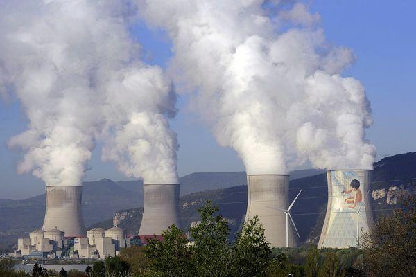 La centrale de Cruas-Meysse (Ardèche) avec ses 4 réacteurs de 900 MW chacun, date de 1978. Ici comme sur d'autres sites nucléaires de la région, toutes les mises aux normes post-Fukushima ne sont pas encore terminées, 10 ans après le drame du Japon.
