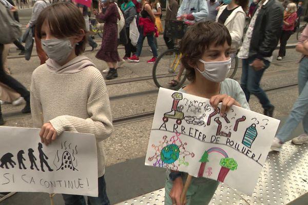 Nino, 11 ans et Zadig, 9 ans ont participé à la Marche pour le climat ce dimanche 9 mai à Tours.