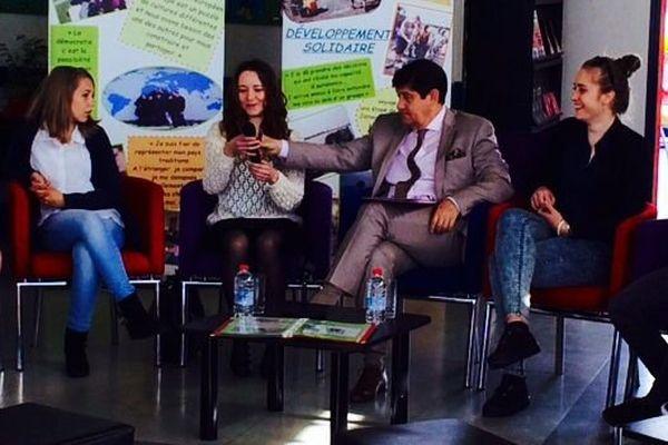 A la maison du citoyen, d'Argentan, Patrick Kanner a rencontré de nombreux jeunes sur la thématique de la mobilité internationale