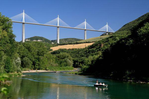 Le Tarn entre Millau et Saint-Rome-de-Tarn subit une pollution de l'eau depuis le 16 août, la baignade y est interdite jusqu'à nouvel ordre. Archives.