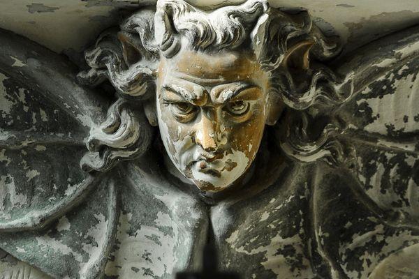Représentation du diable, avec des ailes de chauve-souris.